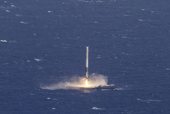 SpaceX запустит сверхтяжелую ракету Falcon Heavy