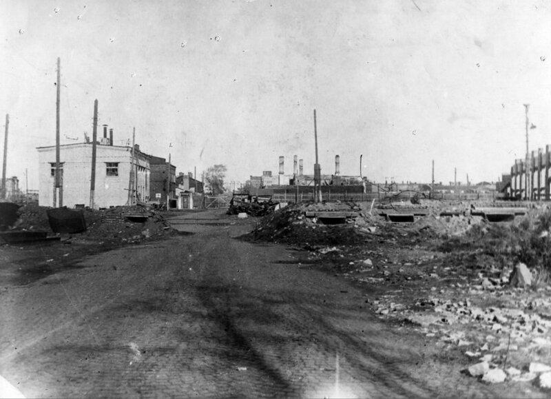 Проходная Кировского завода со стороны ул.Калинина. 1942 г.