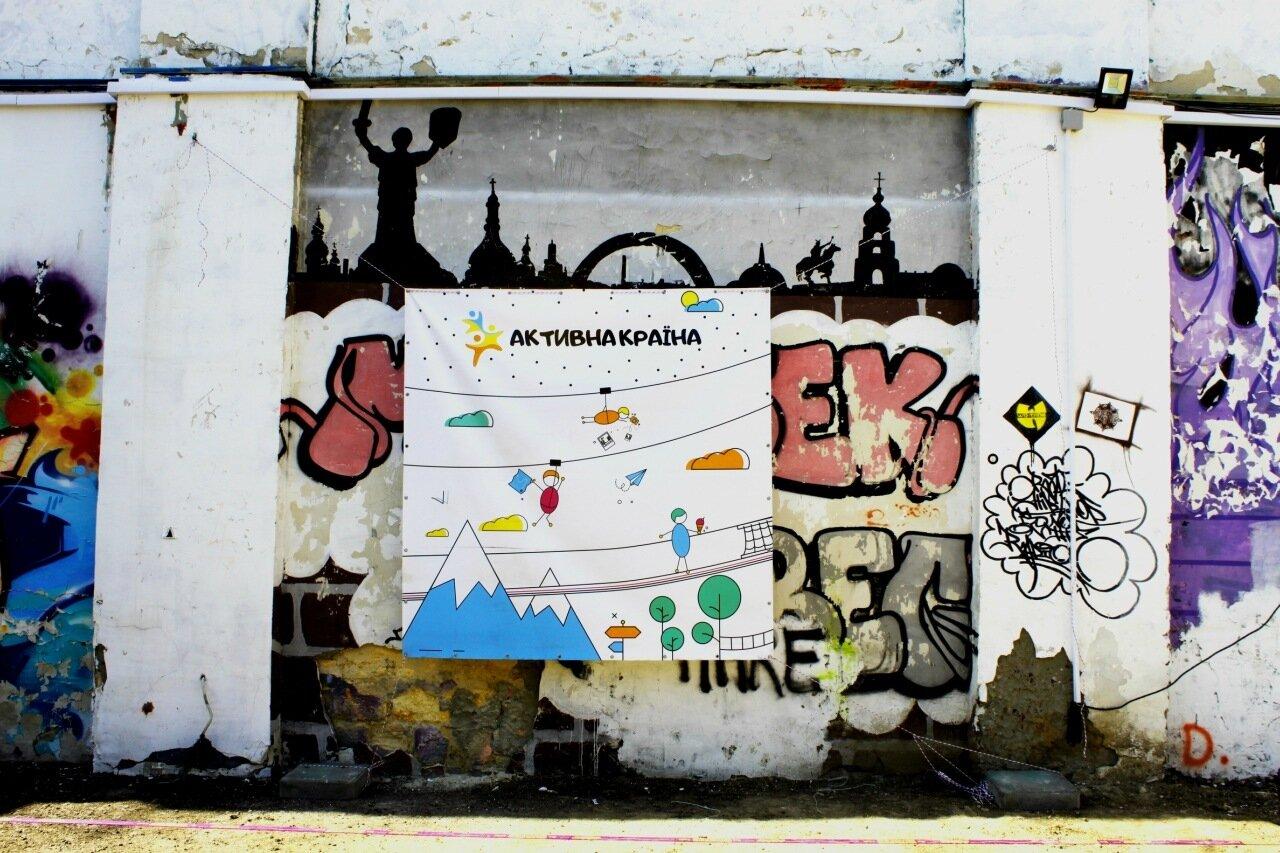 Граффити во внутреннем дворике