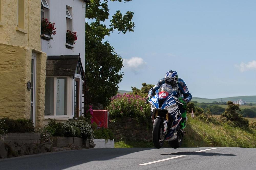 TT 2017: Иан Хатчинсон выиграл гонку RL360º Quantum Superstock TT