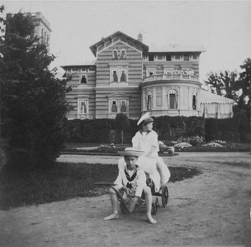 1909. Дети в Нижней даче