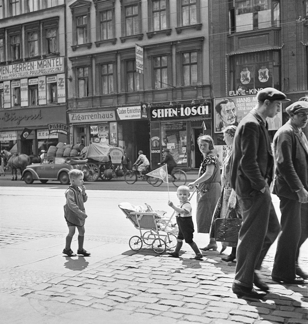1935. Уличная сцена. Брунненштрассе, Берлин