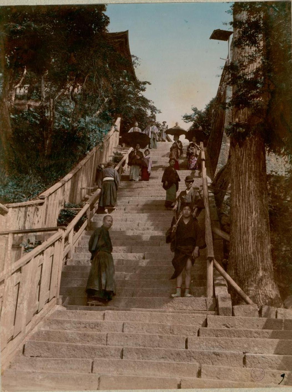 Кобэ. Лестница храма Луны