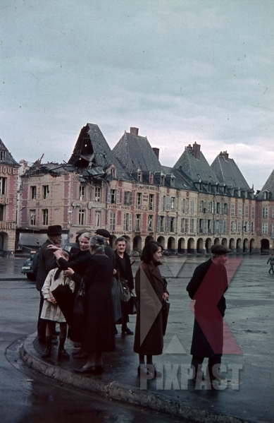 stock-photo-destroyed-buildings-at-the-ducale-square-in-charlevillemezieres-france-1940-10870.jpg