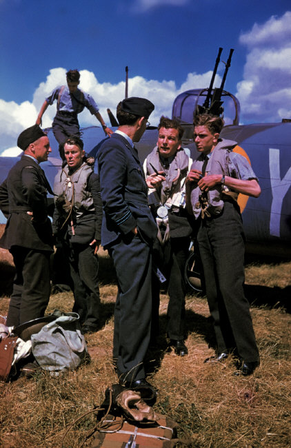 Wonderful Colour Photographs of World War II by Robert Capa (7).jpg
