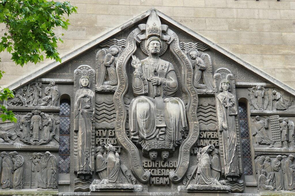 Фрагмент фасада церкви Сан Пьер де Шайо