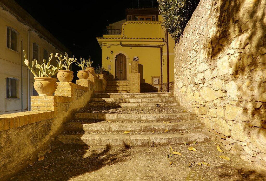 Taormina. Dietro la noce apartment