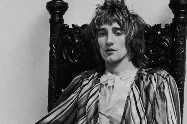 2. Прежде чем стать легендой музыки, Род Стюарт успел поработать могильщиком.