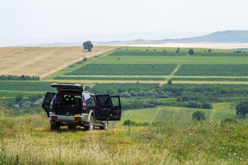 21. Вблизи границы с Азербайджаном вот такие пейзажи: