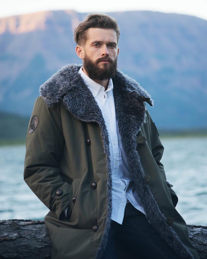 Капитаном экспедиции и главным затейником стал актер и режиссер Григорий Добрыгин , известный по фил