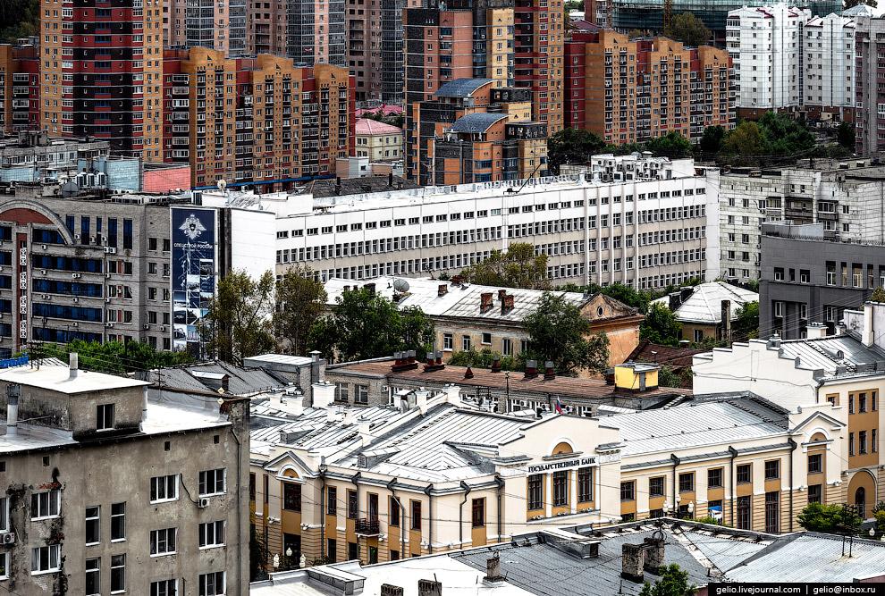 48. Улица Ленина тянется по вершине одного из трёх холмов в центре Хабаровска.