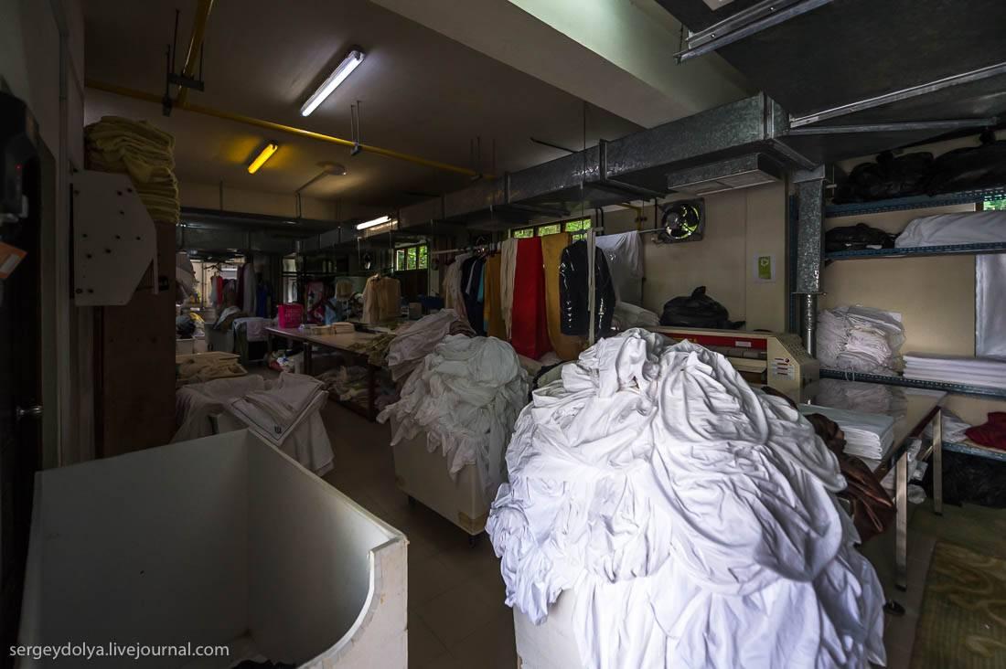 Вся униформа шьется прямо на острове по индивидуальным размерам: