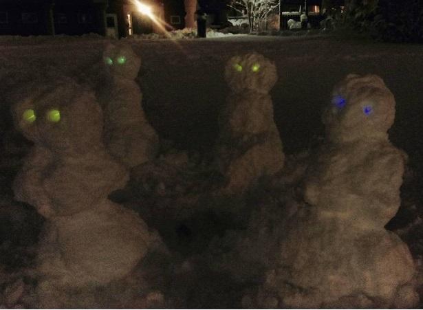 Шабаш снеговиков-инопланетян.