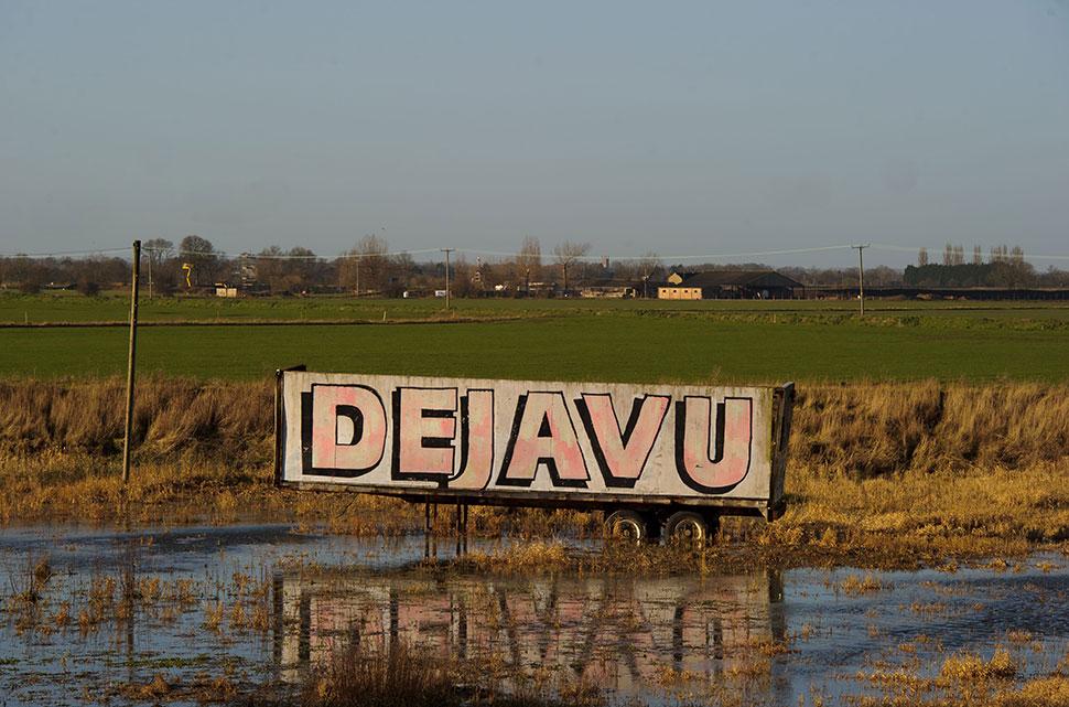 Дежавю Дежавю так и переводится с французского: deja vu — «виденный ранее». Это ощущение, когда вам