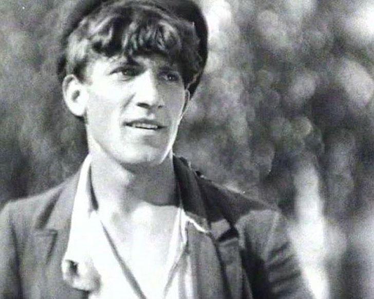 Николай Крючков, 1933, «Окраина» — Семён Петрович Кадкин.