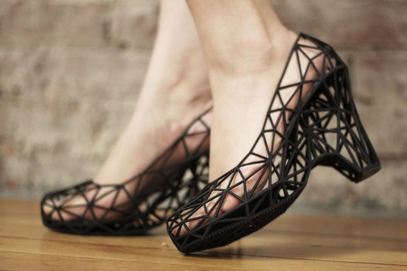 16. Туфли на каблуке.