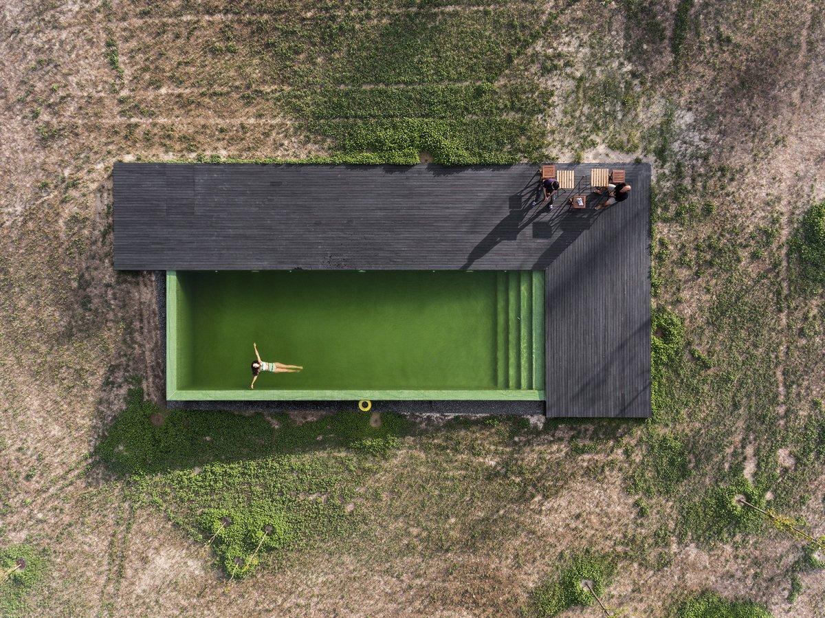 Бассейн на участке частного дома