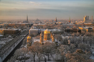 Рига. Вид на Кафедральный собор Рождества Христова и на старый город.