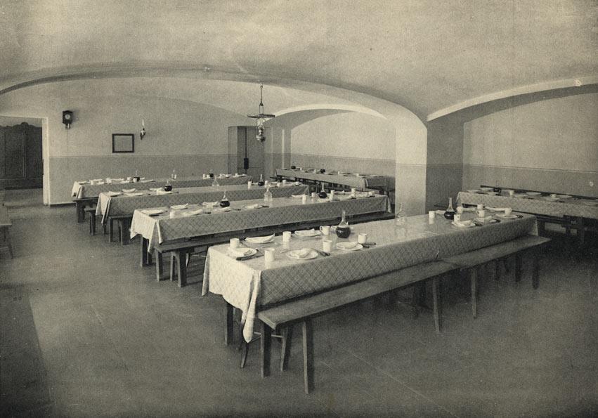 Владимирская губернская мужская гимназия. Столовая. Фото. 1913.jpg