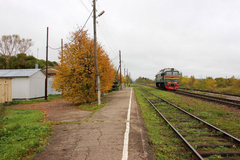 М62-1693 на станции Кесова гора, вид на Сонково