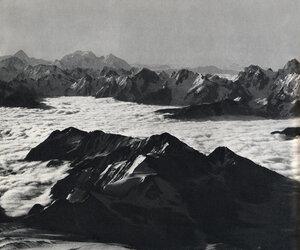 Дыхтау 5204 м., Шкара 5184 м., Ушба 4710 м. Вид с Эльбруса  5629 м