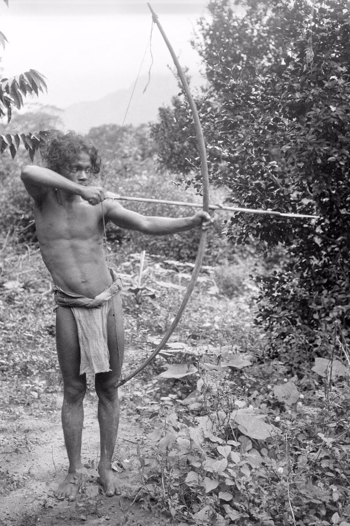 159. Человек с луком и стрелами