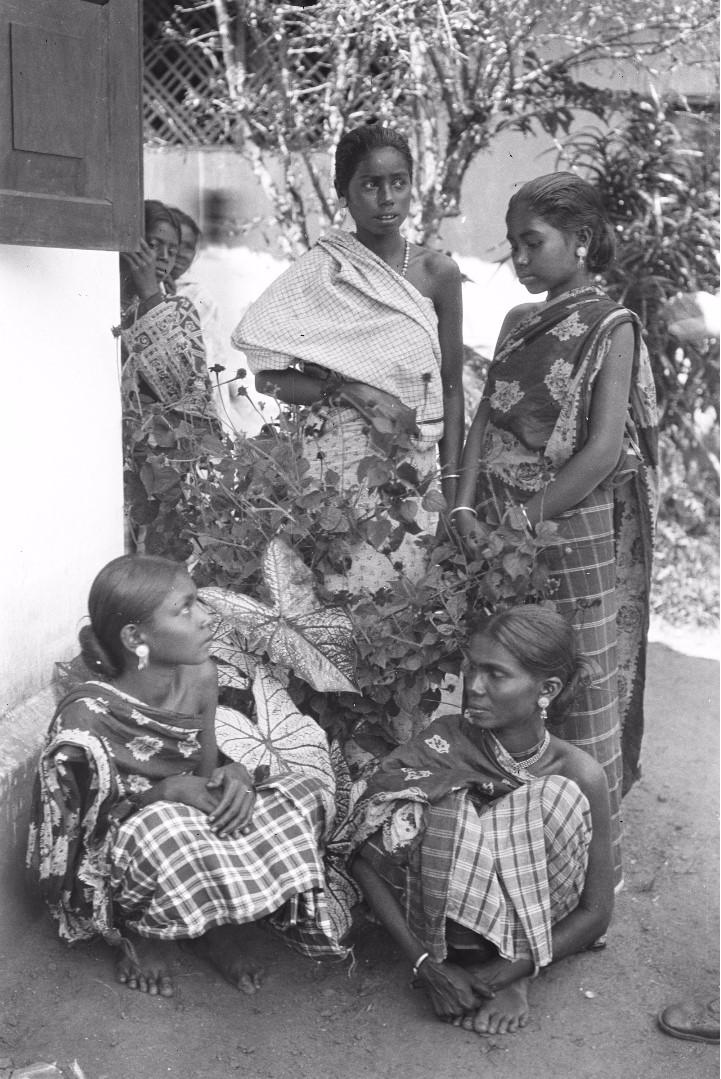 181. Группа девочек низшей касты из Хамапитты