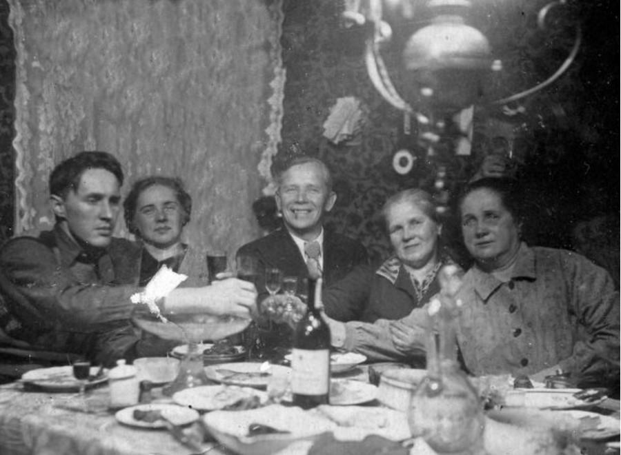 1940. Встреча Нового 1941 года на пр. Огородникова