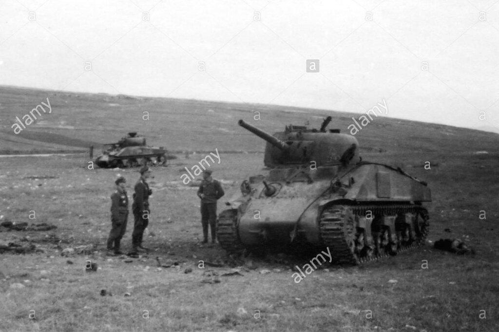 """Танки M4A2 """"Шерман"""" из 63-й тбр подбитые в р-не Севастополя. 30 апреля 1944 года."""