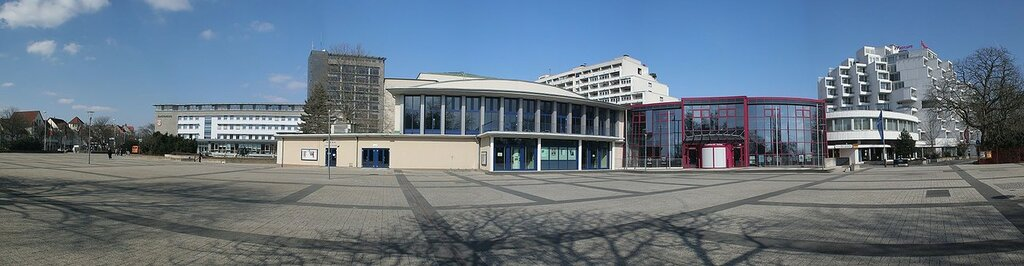 Hameln_town_hall_square_small.jpg