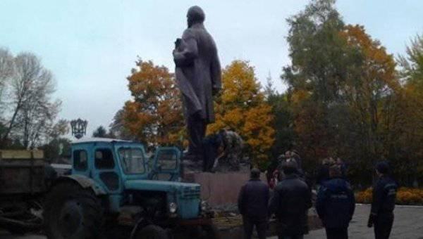 Последний в Украине памятник Ленину демонтировали на Черниговщине