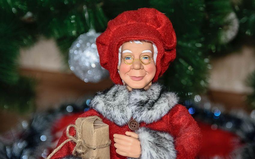 Новый год Куклы и Подарки