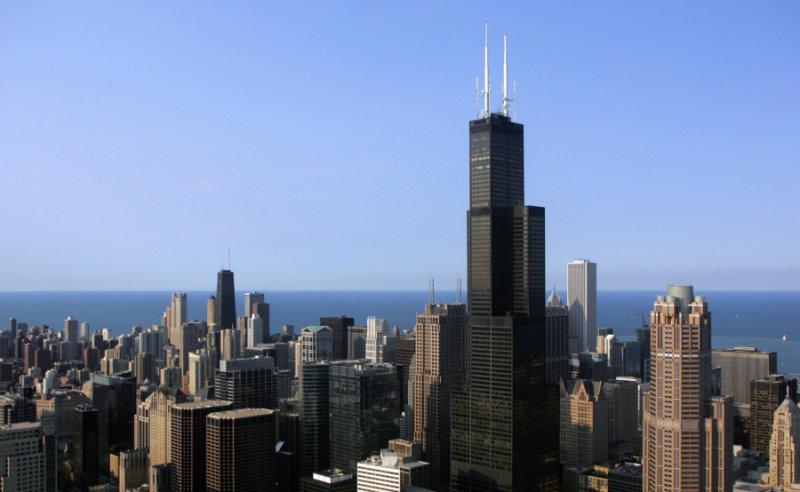 Посетив эту смотровую площадку, построенную еще в 1974 году, в небоскребе высотой в 110 этажей,