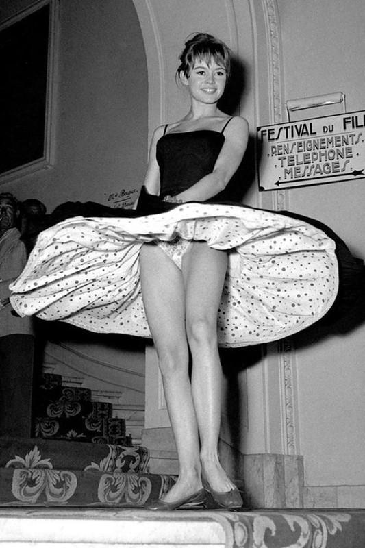 2. В том же 1956 году Бриджит Бордо появилась на Каннском кинофестивале в великолепном и кокетливом