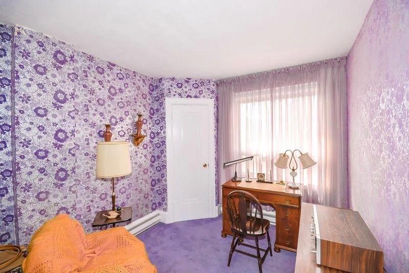 10. Третья спальня Спальня сделана в стиле швейной студии. Фиолетовый и оранжевый цвета прекрасно ск