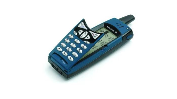Ericsson R380. R380 сочетал в себе функции мобильного телефона и персонального цифрового помощника (