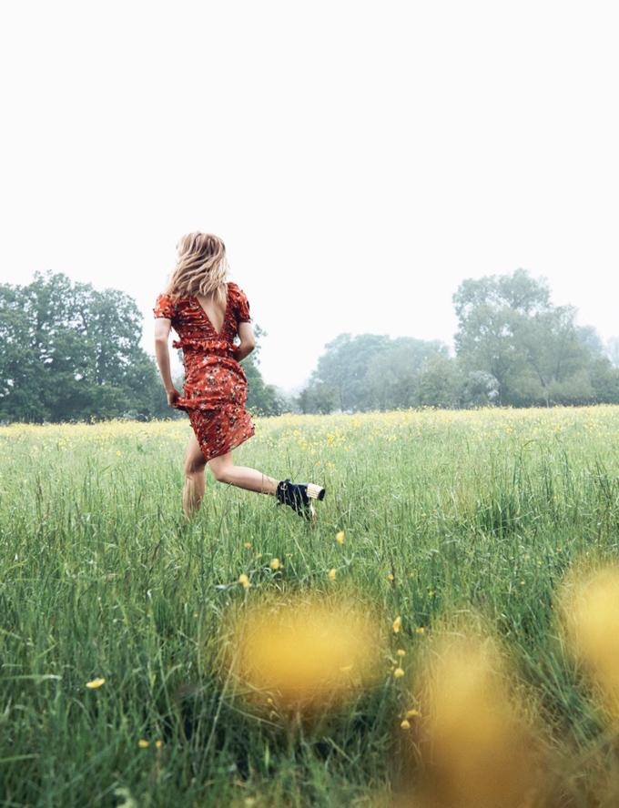 Хейли Беннетт в зимнем Dior Magazine