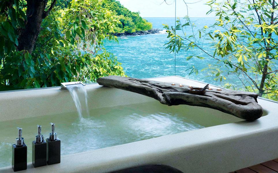 3. В Song Saa Private Island, отеле класса люкс в Камбодже, все сделано из природных материалов.