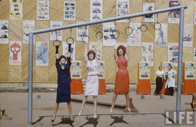 В Москве. Сразу после показов француженок везли демонстрировать одежду на заводы на окраине Москвы.
