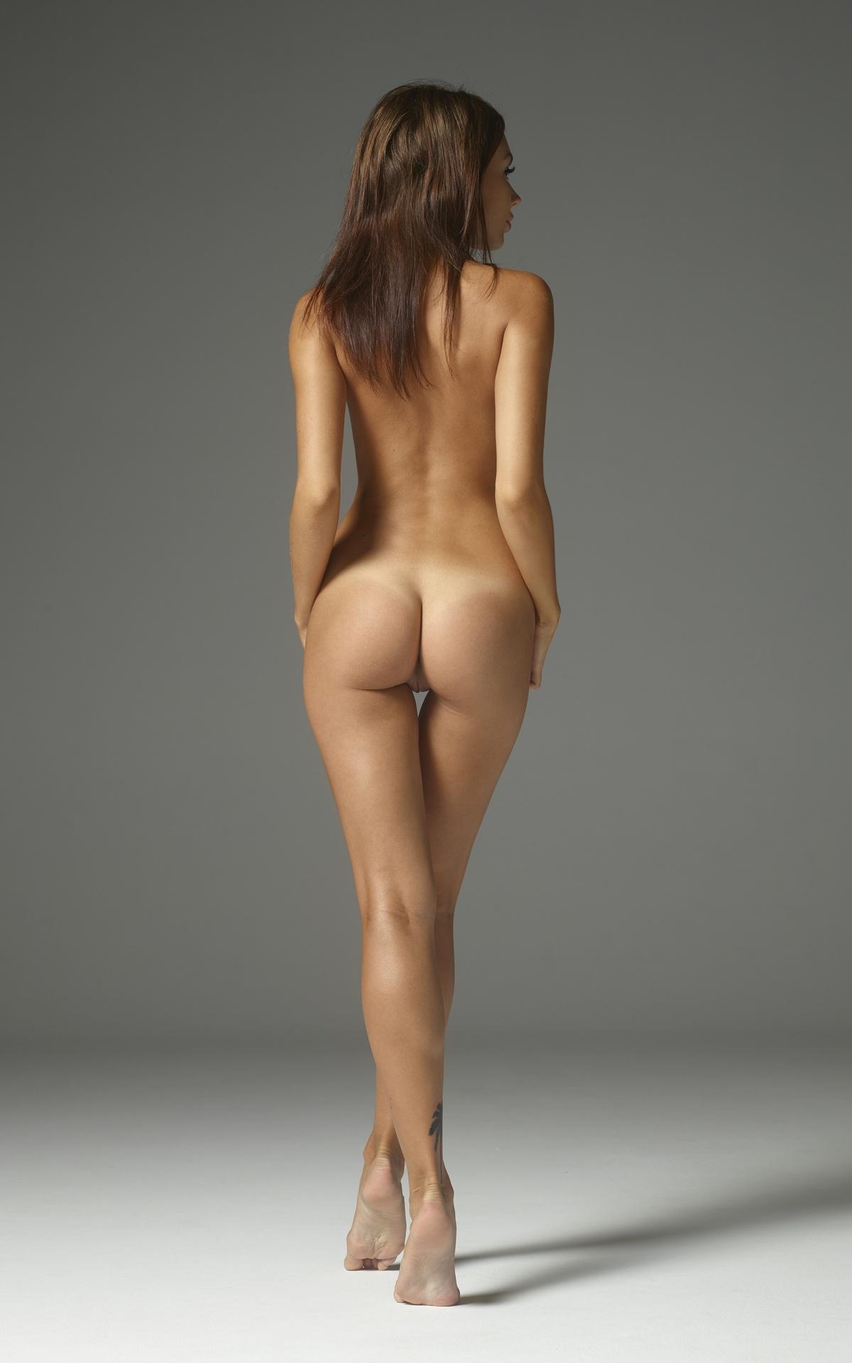 Сзади девушек голые вид коллективное стройных фото
