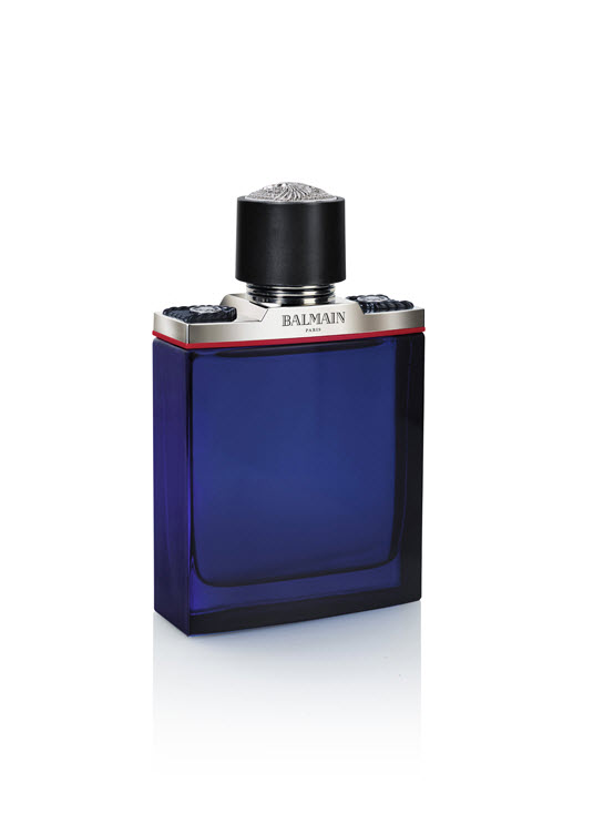 Filling up the shelves the fragrance is currently available as 60 and 100 ml Eau de Toilette. Don't