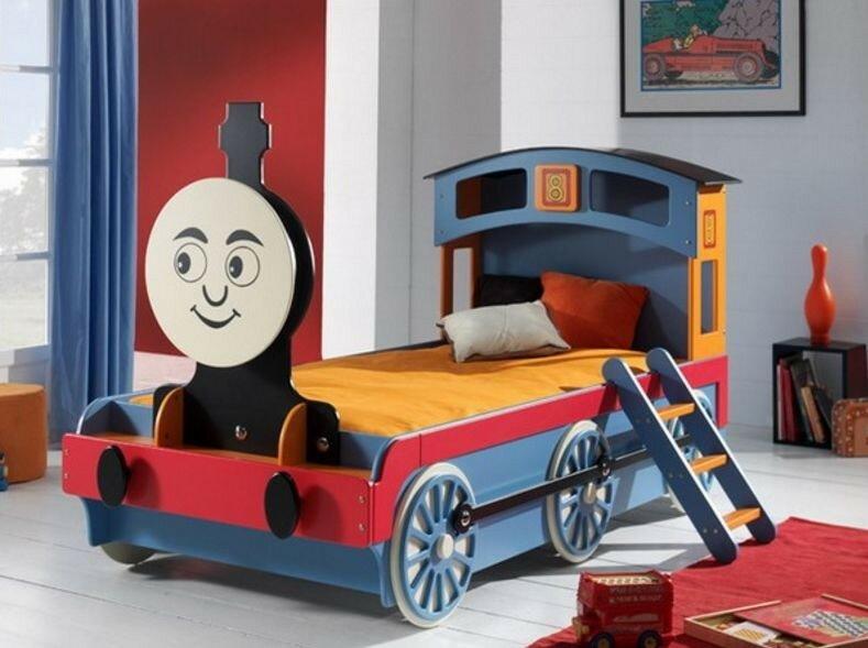 Машинки в детской комнате