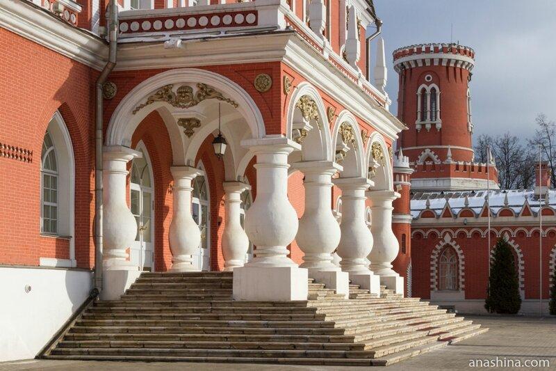 Крыльцо, Петровский путевой дворец