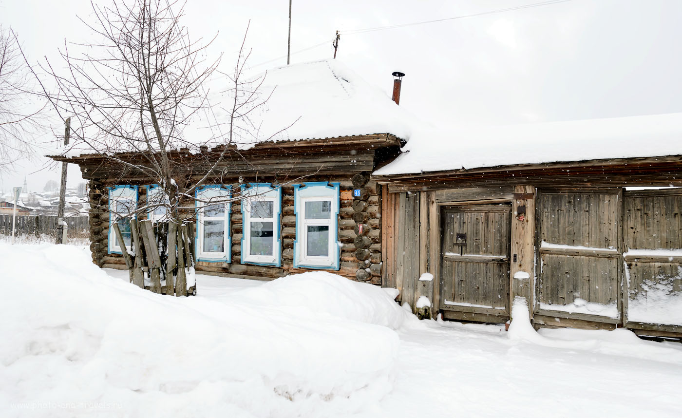 Фото 10. На многих домах в деревне Нижнеиргинское висит красная звезда.
