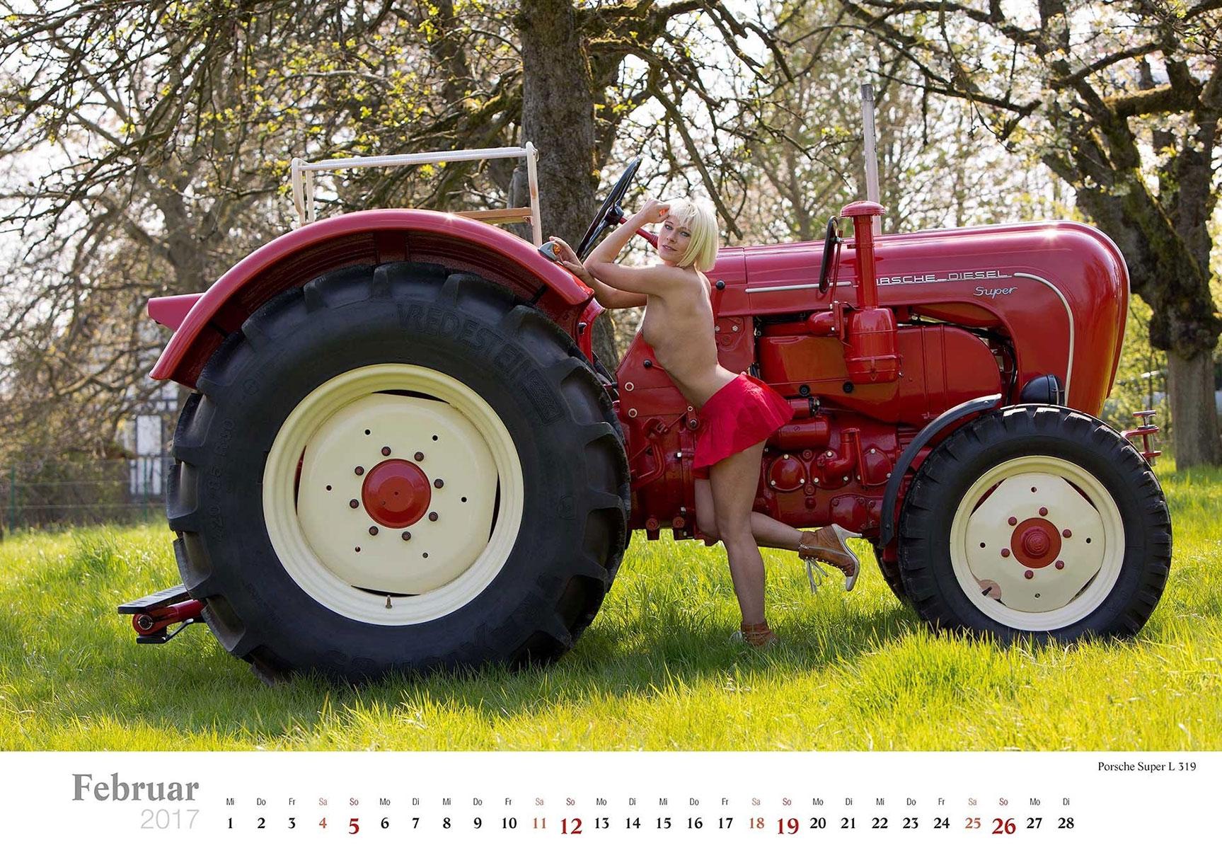 Девушки и трактора в эротическом календаре 2017 / Porsche Super L 319 - Jungbauerntraume calendar 2017