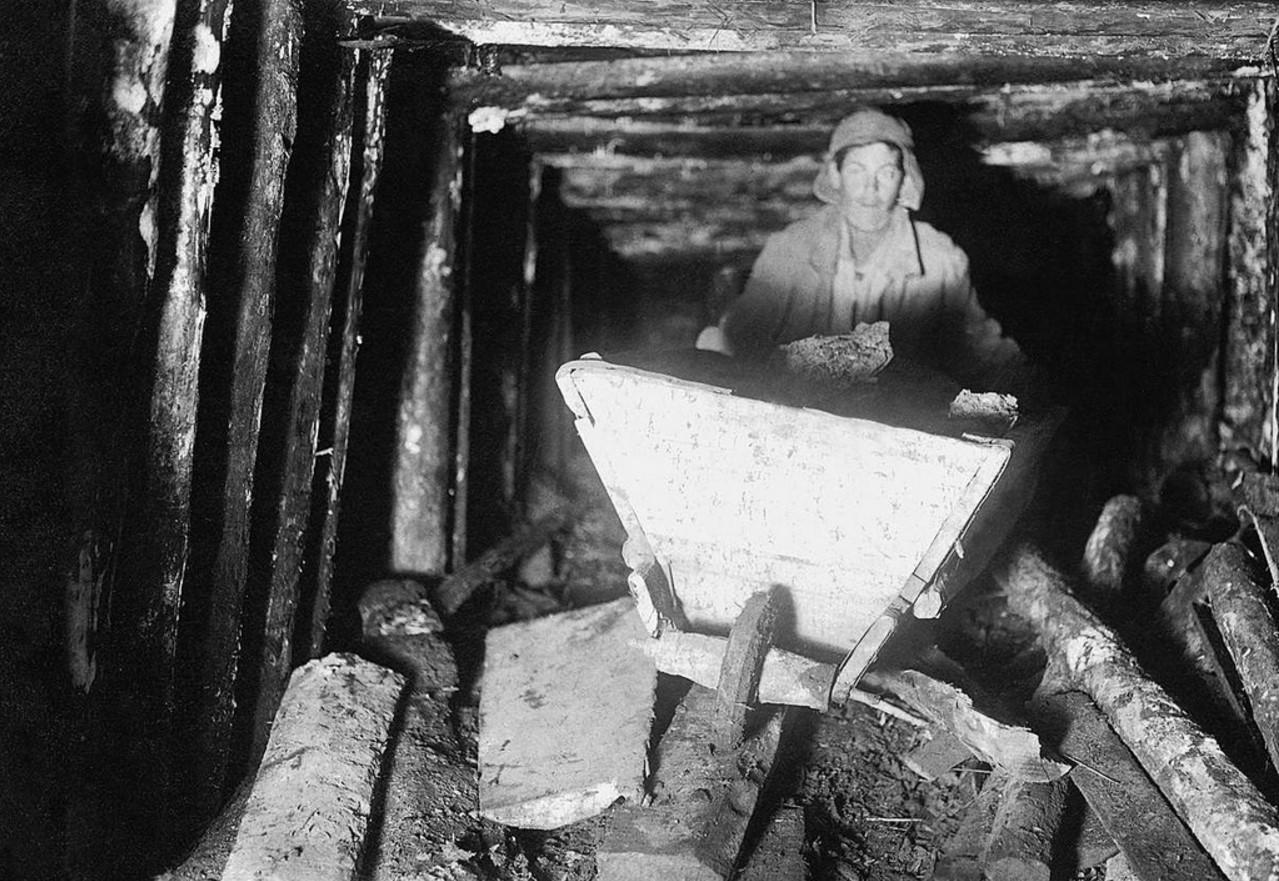 Челябинские копи. В штреке. 1930