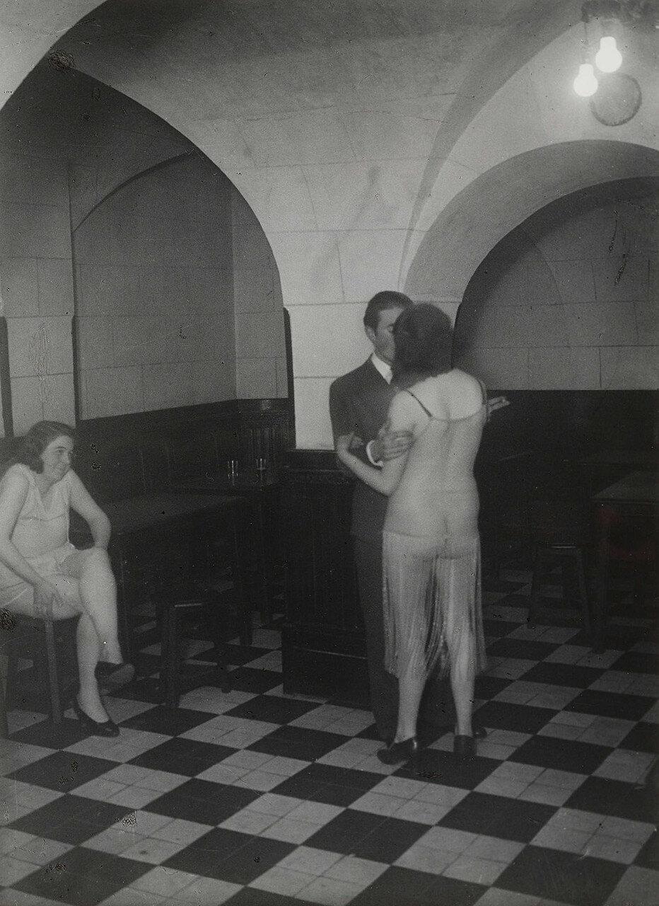 1932. Бордель «Монастырский» Латинский квартал, улица Месье-ле-Пренс