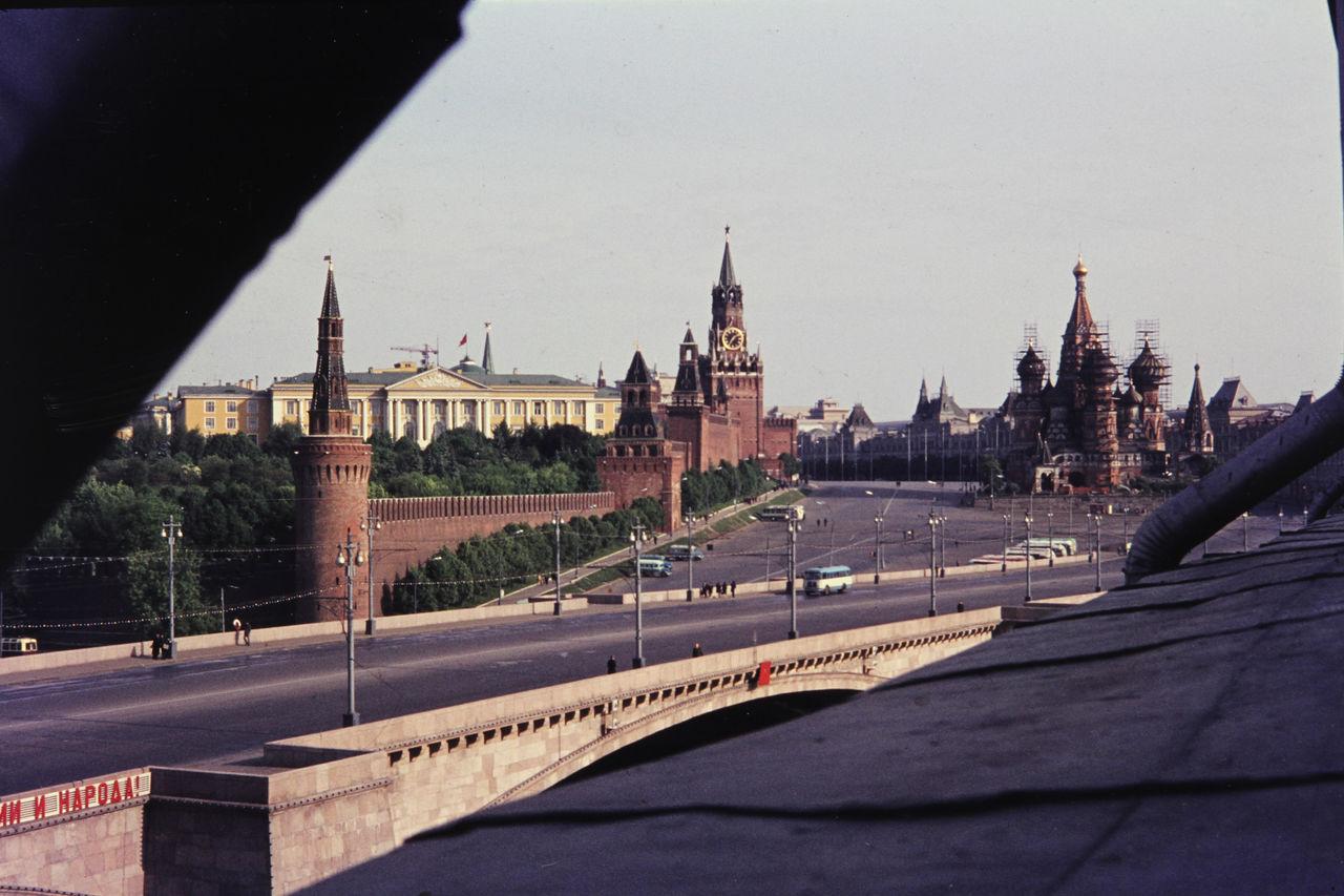 Вид с моста на Кремль