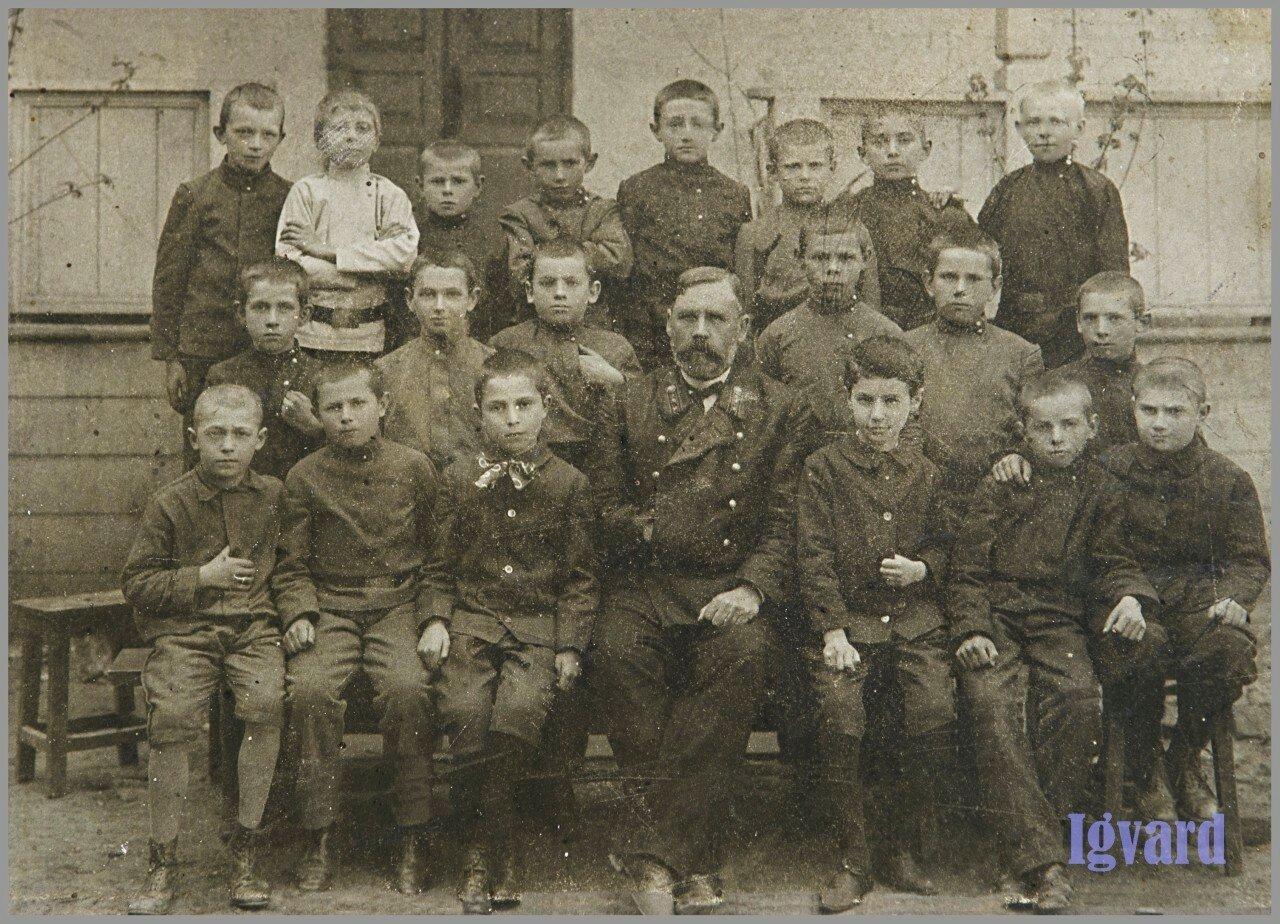 Первый класс реального училища. 1912