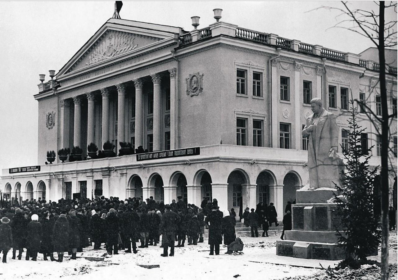 Усть-Катав. Открытие Дворца культуры вагоностроителей (1952)